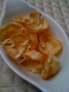 Crispy Wonton Cups- If I can't get Chinese food fitting my dietary issues at a restaurant, I might as well try to bring the restaurant to me! Wonton Recipes, Egg Roll Recipes, Egg Free Recipes, Clean Recipes, Gluten Free Snacks, Vegan Snacks, Vegan Gluten Free, Dairy Free, Vegan Dinners