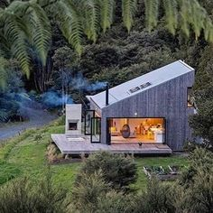 LTD architectural builds back country house in new zealand Tiny House Design architectural Builds Country House Zealand Container Home Designs, Tiny House Cabin, Tiny House Design, Country House Design, Future House, Cabins And Cottages, Tiny Cabins, Forest House, House In The Woods