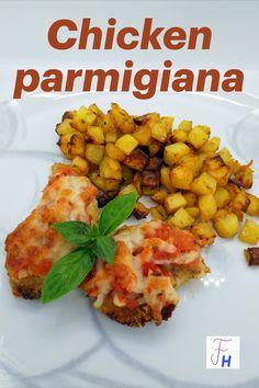 Als mir mein Schwager von Chicken parmigiana erzählte, dachte ich zuerst an Italien. Doch dieses Gericht ist typisch australisch. Hatte ich eher mit Känguruh oder Krokodil gerechnet, wurde ich eines besseren belehrt. Chicken Parmigiana wird im Prinzip in jedem Pub serviert, meist mit Pommes Frites oder Wedges. Prep & Cook, Chicken Parmigiana, Ethnic Recipes, Blog, Peeling Potatoes, Crocodile, Italy, Easy Meals, Blogging