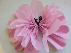 Cómo hacer mariposas con papel de seda Tissue Paper Flowers, Paper Butterflies, Papel Tissue, Beautiful Butterflies, Butterfly Theme Party, How To Make Butterfly, Thank You Party, Tulle Poms, Paper Crafts