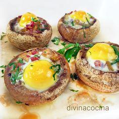 Estos champiñones rellenos de huevo de codorniz son un plato vistoso y rico, perfecto para invitados, pero son fáciles de preparar. Tapas, Vegetarian Recipes, Cooking Recipes, Healthy Recipes, Guisado, Mushroom Dish, Xmas Dinner, Love Eat, Appetizer Dips
