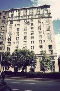 925 Park Avenue was built in 1907. The building was designed by Delano & Aldrich, who also designed 1040 Park Avenue. It is one of the oldest and most historic buildings in Manhattan. 925 Park offers gorgeous luxury apartments that vary from sprawling duplexes to intimate one bedrooms.