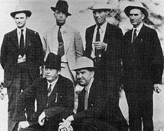 Law Enforcement Officers who killed Bonnie and Clyde. Standing: Prentis Oakley (who fired the first shots), Ted Hinton, Bob Alcorn, and Manny Gault. Kneeling: Frank Hamer and Henderson Jordan Bonnie Parker, Bonnie Clyde, Real Gangster, Italian Gangster, Texas Rangers Law Enforcement, Elizabeth Parker, Louisiana History, American History, American Crime