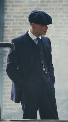 thomas shelby Peaky Blinders Tv Series, Peaky Blinders Quotes, Cillian Murphy Peaky Blinders, Gangsters, Boardwalk Empire, Cillian Murphy Tommy Shelby, Peeky Blinders, Peaky Blinders Wallpaper, Red Right Hand