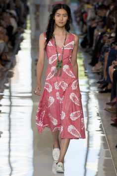 Tory Burch Spring 2013 Ready-to-Wear Fashion Show Runway Fashion, Fashion Show, Fashion Design, Fashion Spring, Nyc Fashion, Stylish Eve, Review Fashion, College Outfits, Designing Women