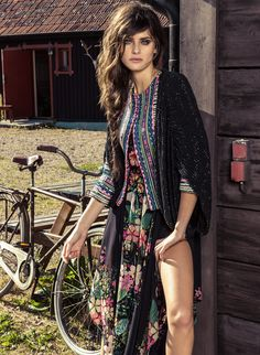 Isabeli Fontana by Jacques Dequeker (Vogue Brasil December Complete shoot after the click. Isabeli Fontana, Hippie Style, Hippie Boho, My Style, Urban Hippie, Tribal Style, Bohemian Mode, Bohemian Style, Boho Chic