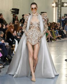 Elie Saab Spring 2020 Couture Fashion Show - Vogue Elie Saab Couture, Style Couture, Haute Couture Dresses, Couture Fashion, Elie Saab Bridal, Fashion Show Collection, Couture Collection, Fashion 2020, Runway Fashion