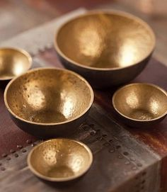 Brass offering bowls from small.to smallest. Copper Dishes, Brass Kitchen, Decoration, Dog Bowls, Decorative Accessories, Serving Bowls, Sweet Home, Porcelain, Wall Decor