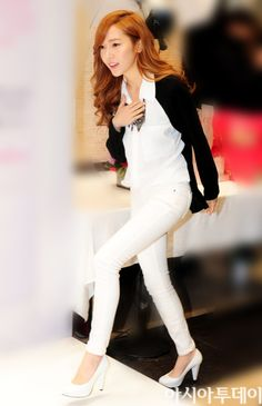 Jessica Jung... she looks perfect. I love  the monochrome. UGH WOW.