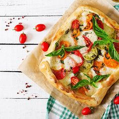 The most summerlike salad there is inside a puff pastry cocoon. Perfect for a simple and super tasty evening meal with friends!