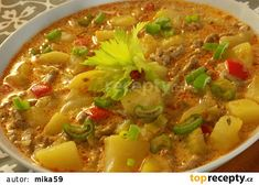 Goulash, Cheeseburger Chowder, Thai Red Curry, Chili, Soup, Ethnic Recipes, Red Peppers, Chile, Soups