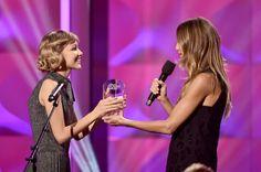 Grace VanderWaal wins Rising Star Award, performs at Billboard Women In Music 2017 171130 #GraceVanderWaal #BillboardWomenInMusic