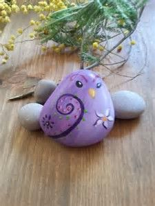 Hand-painted on stone - little sparrow hand-painted on stone - hand-painted on stone - stone art - Hand painted stone miniature - purple Pebble Painting, Pebble Art, Stone Painting, Diy Painting, Painting Stencils, Rock Painting Patterns, Rock Painting Ideas Easy, Rock Painting Designs, Stone Crafts