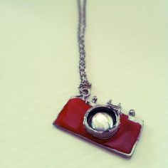 buy online : Etsy shop https://www.etsy.com/it/listing/163684261/collana-con-macchina-fotografica