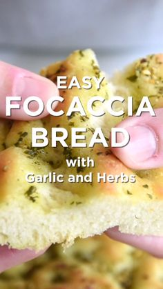 Rosemary Garlic Focaccia Bread How to make focaccia bread that's perfectly crisp on the outside and soft and chewy on the inside.How to make focaccia bread that's perfectly crisp on the outside and soft and chewy on the inside. Best Bread Recipe, Bread Machine Recipes, Bread And Pastries, Naan, Baking Recipes, Dishes Recipes, Food Dishes, Recipes With Yeast, Easy Bread Recipes