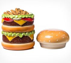 Are you a fan of cheeseburgers AND cookies? This Cheeseburger Cookie Jar makes a great addition to any kitchen and doubles as Burger Cookies, Clay Box, Pizza Party, Cute Cookies, Cookie Jars, Cool Kitchens, Hamburger, Unique Gifts, Sweet Treats