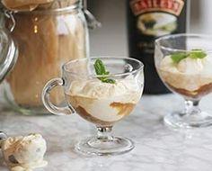 Varför inte bjuda på en iskall kaffedrink efter maten eller när du är sötsugen. Baileys Affogato kombinerar smakerna av varmt kaffe och iskall Baileysglass.