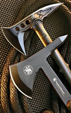 Smith & Wesson SW671 Extraction and Evasion Full Tang Tomahawk Axe TPE & Steel Handle