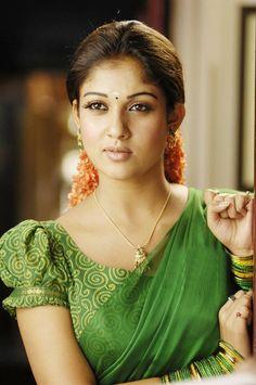 tamil actress nayanthara cute saree stills