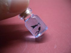 ~Bottle of Manta and diver, in the water~ Manta is in the blue ocean. *Only about 9mm (0.3inch) long super tiny Manta. *Only about