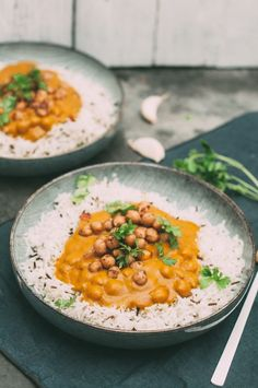 vegan masala chickpeas curry recipe - Healthy Food for Students Healthy Muffin Recipes, Clean Eating Recipes, Raw Food Recipes, Vegetarian Recipes, Tasty Snacks, Vegetarian Curry, Vegan Curry, Chickpea Curry, Curry Food