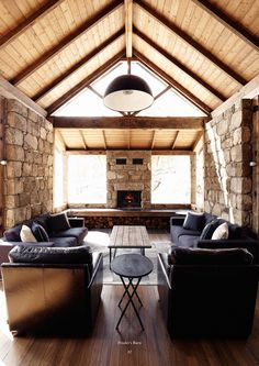 A Stunning Barn In The Snowy Mountains, Australia (living room)
