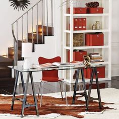 I want this desk!  Perhaps a DIY project...just need to find metal saw horses.