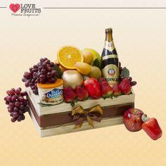 #Happiness Lindo caixote de feira agrega mamão, pera, caju, maçã, nêsperas, laranja, uvas, morangos, um Blue Diamond Almonds e uma bela cerveja Erdinger. Presente inesquecível!   DÊ FRUTAS AO INVÉS DE FLORES E SURPREENDA!!! Presentes surpreendentes: http://www.lovefruits.com.br/
