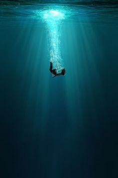 Wallpaper Animes, Sad Wallpaper, Animes Wallpapers, Ocean Wallpaper, Kaktus Illustration, Illustration Art, Underwater Art, Underwater Photography, Dark Photography