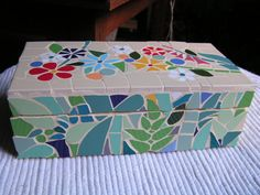 Mosaic box by Terraluka on Etsy Mosaic Tile Art, Mosaic Rocks, Mirror Mosaic, Mosaic Crafts, Mosaic Glass, Glass Jewelry Box, Jewellery Box, Mosaic Furniture, Painted Wooden Boxes