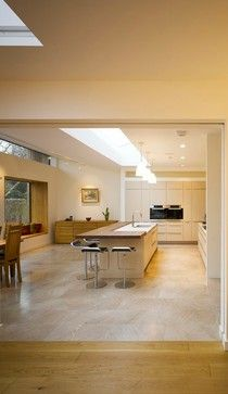Isla+mesa (pero con mesa mas abajo)  http://www.houzz.com/photos/3461364/House-Extension---Remodel--Dartry--Dublin-6--modern-kitchen-dublin
