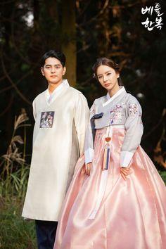 Korean traditional clothes.[한복] #dress #couple #jeju #autumn #가을 #신랑신부한복 #결혼한복 #웨딩스냅 #snap #wedding #newlywed #신랑한복 #베틀한복