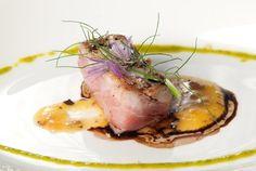 Zuberoa. Lomo de atún rojo y vinagreta de pomelo, aceite, pistachos y módena
