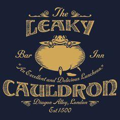 The Leaky Cauldron Bar and Inn T-Shirt - Harry Potter T-Shirt Harry Potter Poster, Theme Harry Potter, Harry Potter Shirts, Harry Potter Room, Harry Potter Aesthetic, Harry Potter Birthday, Harry Potter Universal, Harry Potter World, Harry Potter Hogwarts