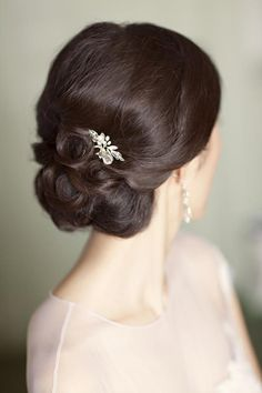 @Sarah Chintomby McIntire I think this looks like Mary crawley's style ...