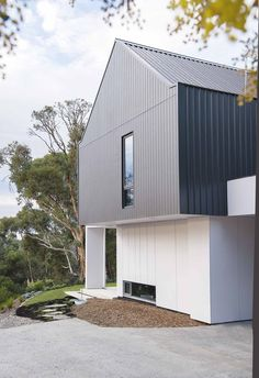 Modest, honest and robust, this modular family retreat located in the picturesque Perth Hills pays homage to the simplicity of a barn and to its owners' European heritage. haus A modular barn-style home in Perth's Darlington Steel Cladding, Red Farmhouse, Edwardian House, Exterior Cladding, Modern Barn, Australian Homes, Facade House, House Facades, Modular Homes
