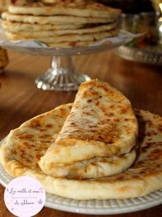 Stuffed Pancake Bread with Minced Meat, Vegetables and Cheese - Quick and Easy Recipes Meat Recipes, Chicken Recipes, Cooking Recipes, Donut Recipes, Pan Relleno, Algerian Recipes, Brunch, Ramadan Recipes, Cooking Chef