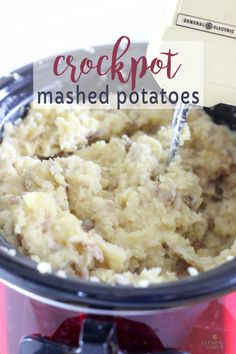 Why make mashed potatoes in the crockpot? All the prep work is done with this ultimate slow cooker mashed potatoes recipe. Source b Crockpot Mashed Potatoes, Making Mashed Potatoes, Mashed Potato Recipes, Potato Dishes, Healthy Crockpot Recipes, Slow Cooker Recipes, Freezer Recipes, Crockpot Meals, Yummy Recipes