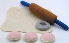 birds Vintage Wooden Construction Game - Felt Food Cookie Baking Set by ThePixiePalace on Etsy Play Kitchen Food, Play Food Set, Felt Play Food, Play Kitchens, Cut Out Cookies, Cute Cookies, Diy Crafts For Kids, Gifts For Kids, Felt Cake