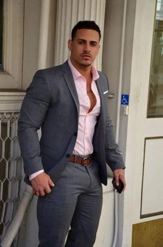 This minus the jacket for your guys family gray pink suits Mode Masculine, Men In Tight Pants, Hunks Men, Look Man, Pink Suit, Men's Suits, Guys In Suits, Hommes Sexy, Mens Fashion Suits