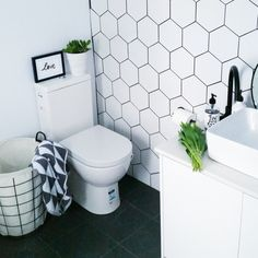 I Our bathroom reveal | How to style your bathroom on a budget with Target