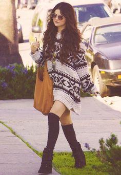 Selena Gomez usando o casaco oversized como vestido