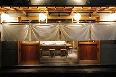 串揚げ カジュアル割烹串処 小林が5月23日茅場町にオープン Japanese Restaurant Design, Japanese Design, Display Design, Store Design, Ramen House, Restaurant Facade, Japanese House, Store Fronts, Ceiling Lights