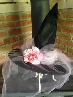 Halloween 2020, Holidays Halloween, Sugar Skull Nails, Witches Cauldron, Pink Tulle, Decor Crafts, Pink Flowers, Veil, Country Interiors