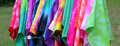 Tie Dye Folding Techniques | 16 vibrant tie dye patterns #tiedyeyoursummer #michaelsmakers - Tips for creating 16 vibrant tie dye patterns using these simple step by step folding techniques for kitchen dish towels and tea towels.
