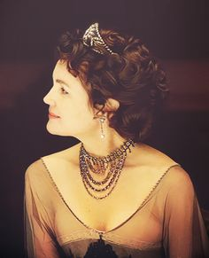 Elizabeth McGovern as Cora the Countess - Downton Abbey.in a Tiara of course Matthew Crawley, Elizabeth Mcgovern, Downton Abbey Fashion, Lady Mary, Costume Design, Actors & Actresses, Edwardian Style, 1920s Style, Celebrities