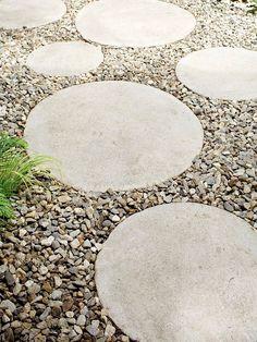 Runda betongblock i singelgång