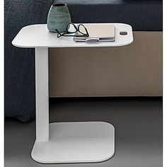 White, elegant and ultramodern 'Thomas' Nightable. Contemporary style, high quality materials. My Italian Living.