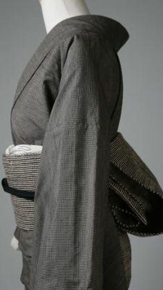 feel you deeply inside me Traditioneller Kimono, Furisode Kimono, Traditional Japanese Kimono, Traditional Dresses, Japanese Outfits, Japanese Fashion, Winter Kimono, Modern Kimono, Kimono Design