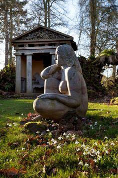 Highgrove - garden ornaments and sculpture Cemetery Monuments, Cemetery Statues, Cemetery Art, Garden Gates, Garden Art, Highgrove Garden, Greek Statues, Famous Gardens, British Royal Families